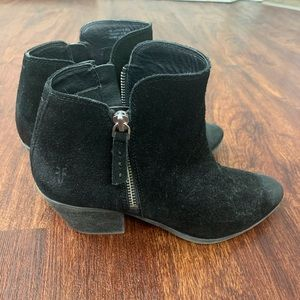 Frye Black suede Ankle booties size 7